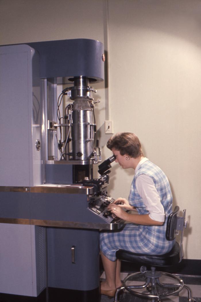 กล้องจุลทรรศน์อิเล็กตรอนชนิดส่องผ่าน